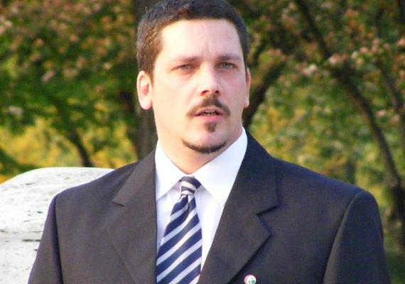 A Jobbik színeiből ismert Balla Gergő nehézgép-kezelői szakképesítéssel rendelkezik, politikai színrelépése előtt a Tisza Vegyi Kombinát Rt.-nél és a Tipszó Kft.-nél is dolgozott.