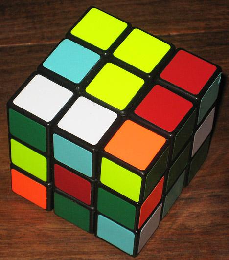 Rubik-kocka  Rubik Ernő Kossuth-díjas építész és feltaláló logikai játéka, a Rubik-kocka hihetetlen népszerűségnek örvend világszerte. A mechanikus logikai játék 1975-ben csupán egy, a térbeli mozgások szemléltetésére alkalmas eszköznek készült, az már csak később derült ki, hogy logikai játékként mennyire szórakoztató.