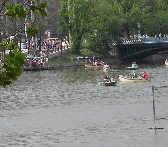 Csónakázás a városligeti tóban.