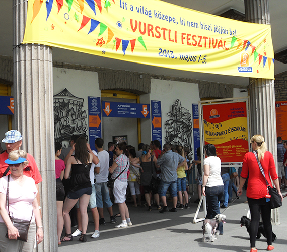 A négy-ötezer forintos belépő a Vidámparkba nem vonzott sok látogatót.