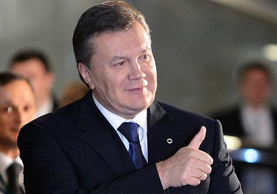 Miután a forradalom elüldözte az oroszbarátnak titulált Viktor Janukovics ukrán elnököt, Oroszország megszállta a Krím-félszigetet. A terület azért is fontos Moszkvának, mert hatalmas katonai bázist működtet a Fekete-tenger partján. A káoszból épp csak felocsúdott ukrán kormány március végén kivonta a hadsereg egységeit a térségből, ezzel gyakorlatilag lemondva a félsziget fennhatóságáról. A világ ekkor szembesült először azzal, hogy Vlagyimir Putyin orosz államfő átrajzolhatja Európa határait.