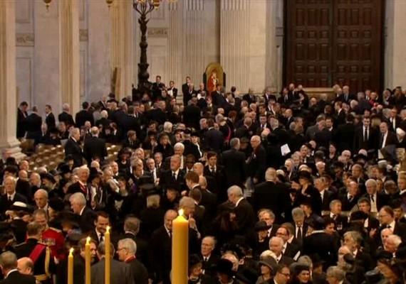 A ceremónián jelen voltII. Erzsébet királynő és férje, valamint a brit kormány és 170 ország 2300 meghívott közéleti személyisége.