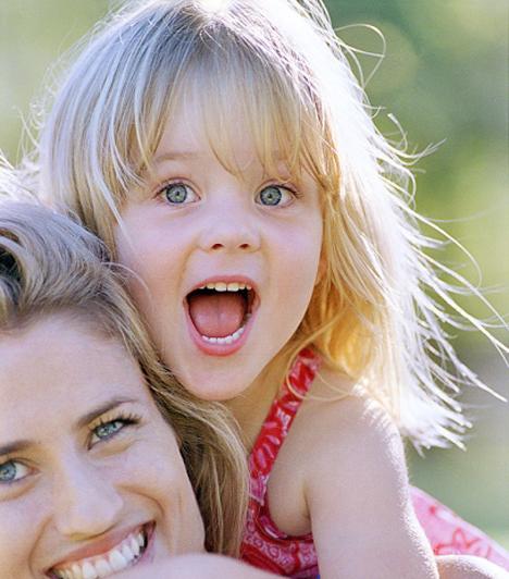 Család fogalmának szűkítése  A kormány az új Alaptörvénybe írná, hogy az élettársak nem alkotnak családok. A család alapja a házasság, vagy a szülő-gyermek viszony a kormány szerint.