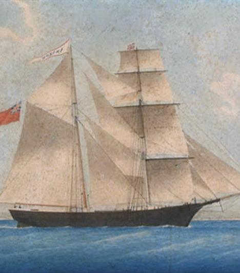 A Mary Celeste kísértethajóA Mary Celeste 1872. november 4-én indult útjára, hogy alkoholt szállítson Amerikából Olaszországba.Benjamin Spooner Briggs feleségével, lányával, valamint a hajó nyolc fős legénységével utazott. A kapitány 21 napon keresztül naplót vezetett, bejegyzései egyre rövidültek, de nem árulkodtak semmi furcsaságról. December elején egy arra járó vitorláshajó bukkant rá a céltalanul sodródó, üres hajóra. A tárgyakon látszott, hogy használták őket: félig terítve volt az asztal a reggelihez, a kapitányharmóniumán pedig egy kinyitott kotta hevert. Sosem derült ki, mi történt a hajón utazó emberekkel.