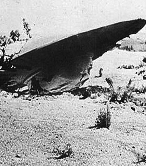 A roswelli ufóbalesetGyökeresen megváltoztatták az amerikai kisváros életét az 1947. július 2-án történtek: aznap ugyanis az égből érkező, ismeretlen tárgy csapódott a földbe Roswellben. A hivatalos verzió szerint feltehetően egy meteorológiai léggömb zuhant le, ám ezt csak kevesen hiszik el: meggyőződésük, hogy földönkívüliek járműve ért földet szerencsétlenül.Kapcsolódó cikk:A roswelli ufóbaleset »