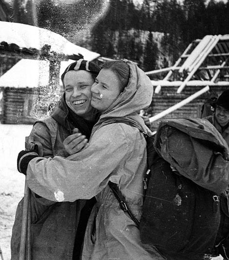 A Gyatlov-incidens  1959. január 27-én Igor Gyatlov vezetésével egy hegymászócsoport indult el, hogy átkeljen az Ortofen hegyen. Holttestüket február 26-án találják meg a kutatócsoportok. A hegymászók láthatóan menekülve, a sátrakat belülről szétvágva, fehérneműben hagyták el a tábort, kettőjüknek beszakadt a mellkasa, egynek pedig hiányzott a nyelve. Hogy mi okozta a halálukat, máig nem sikerült kideríteni.  Kapcsolódó cikk: Mi történhetett a Gyatlov-hágóban? »
