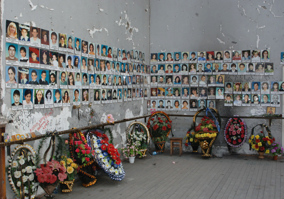 2004. szeptember 1-jén merénylők egy orosz iskolát foglaltak el. A beszlani túszdráma három napig tartott, 331-en haltak meg, közöttük 186 gyermek. A sérültek száma meghaladta a 600 főt.