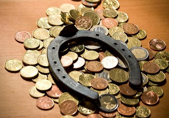 Azzal, ha befekteted a pénzedet, anyagi biztonságot teremthetsz magadnak és a családodnak.