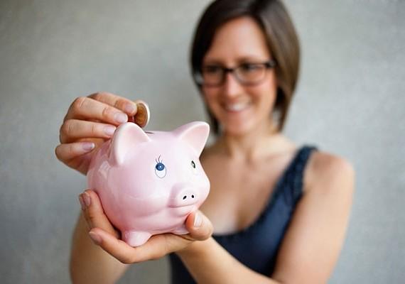Ha a malacperselyben gyűjtögeted a pénzt, annak értéke nem változik, sőt, ha sokáig tartogatod, még csökken is. A befektetésből azonban profitálhatsz.