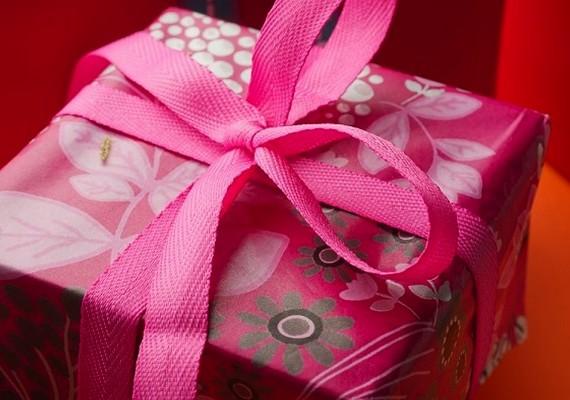 Nemcsak ballagásra jó ajándékötlet a gépkocsinyeremény-betétköny:születésnapra, névnapra, esküvőre vagy akármilyen más alkalomra is ideális lehet.