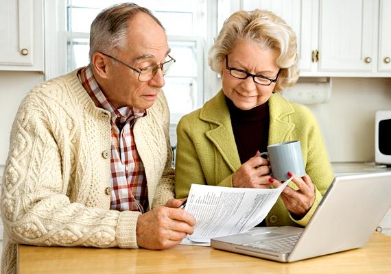 Ha nyugdíj-előtakarékossági számlát nyitsz, a befizetett összeg után évente 20%-os, de maximum 100 ezer forintot jelentő adókedvezményt kapsz - a nyugdíjkorhatárt 2020-ban betöltők esetében ez lehet 130 ezer forint is, melyet az előtakarékossági számlán írnak jóvá.