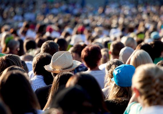 A Nemzeti Fenntartható Fejlődési Tanács demográfiai jövőképről szóló, 2011-es tanulmánya szerint alapvető problémát jelent - a nyugdíjrendszer szempontjából is -, hogy a magyarországi lakosság száma mintegy 30 éve folyamatosan csökken.