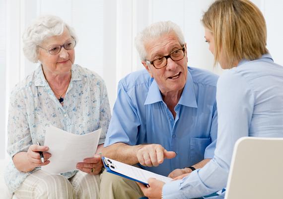 Az időskori öngondoskodás kiemelt eleme a nyugdíj-előtakarékossági számla, melyhez állami támogatás is jár, ráadásul kamatadómentes. A megtakarítást a hozamokkal kiegészítve nyugdíjba vonuláskor veheted fel.