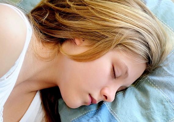 Mindig fontos a rendszeres, pihentető alvás, de ilyenkor különösen, mert ha fáradt vagy, sokkal ingerlékenyebb és érzékenyebb is leszel.