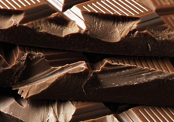 Egyél csokit! Egyébként is előfordulhat, hogy azokon a napokon jobban kívánod az édességet, de akkor is jót tesz, ha nem érzel nagyobb vágyat a csokoládé iránt, mint máskor.