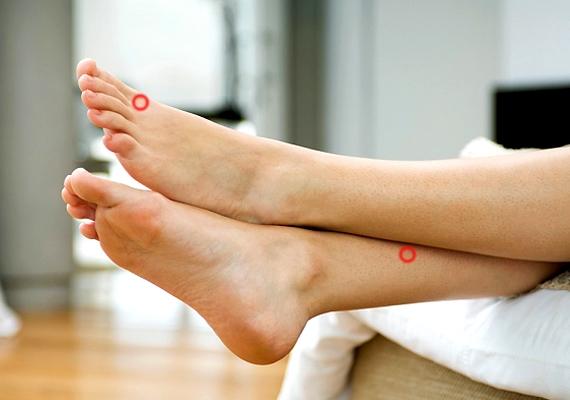 A lábadon is van két ilyen pont: az egyik a nagy- és a második lábujj között, az ujjak tövénél található, a másik pedig 7-8 centivel a boka felett, a csont szélénél. Ezeket is masszírozhatod.