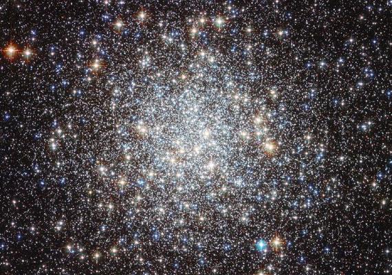 Ékszerként ragyogó csillagok a Hubble felvételén.