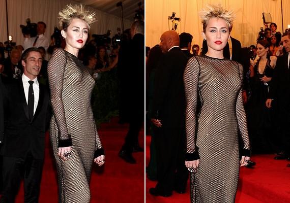 Miley Cyrus ruhájával még talán kibékülne az ember, ha nem lenne hozzá az égnek meredő, kócos punkfrizura.