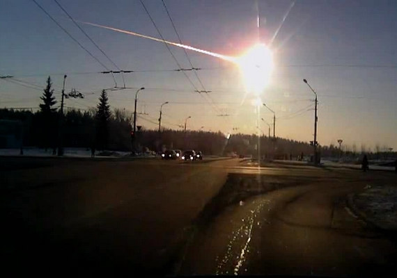 2013 elején Oroszországban becsapódott egy meteor, mely hatalmas anyagi kárt okozott, és mintegy 1200-an megsérültek a robbanáskor.