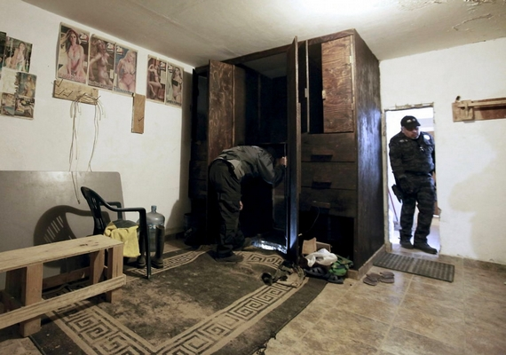 Ez a szekrény rejtette el a kíváncsi szemek elől a drogcsempészalagút bejáratát.