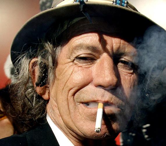 Keith Richards kakukktojás a listán. Még él, de annyi mindenen ment keresztül, hogy sokak szerint csupán élőhalott, aki még mindig a Stones-szal turnézik.