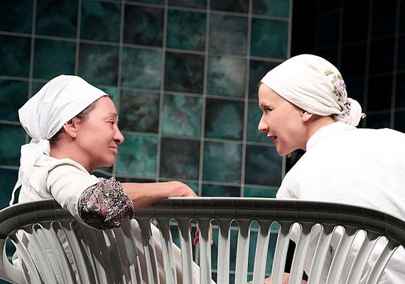 Hadar Galron sok humorral fűszerezett, megrendítően szép története egy női fürdőben játszódik, egy mikvében.
