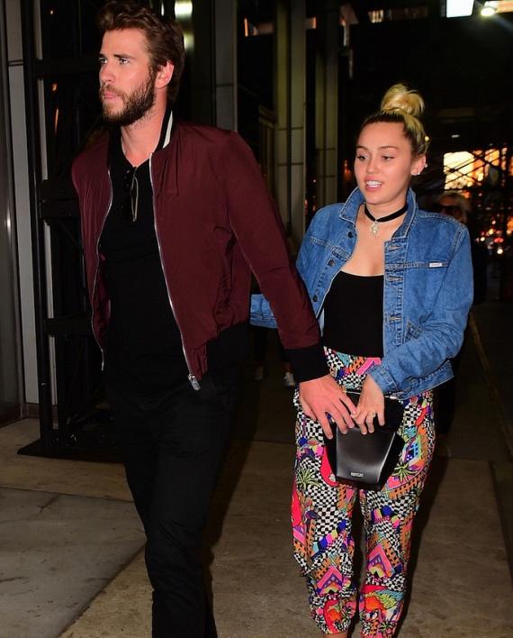 Miley-t és Liamet kedden este fotózták le együtt New Yorkban, egy magánklubból kifelé jövet.