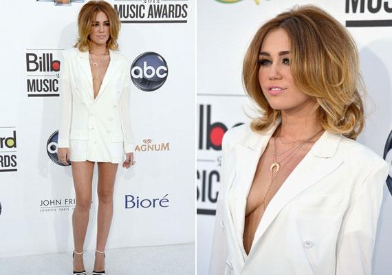 Miley szinte mindent megmutatott a merész kis ruhával.