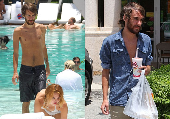 Cheyne ábrándos tekintettel és frissen mosott hajjal hagyta el a hotelt...