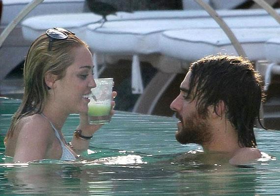 Miley Cyrus és Slim Cheyne láthatóan jól érezték magukat egymás társaságában.