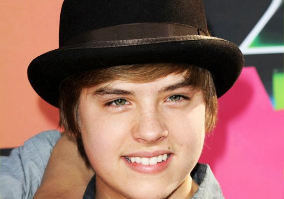 Dylan Sprouse-szal a Zack és Cody élete című sorozat ikersztárja 2006-ban rövid ideig találkozgatott, de Miley hamar továbblépett egy híresebb zenész kedvéért.