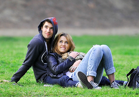 Több nagyon rövid románc után - melyek között Liam Hemsworth is feltűnt a színen - Miley Josh Bowman mellett találta meg a boldogságot. Kapcsolatuk 2011 januárjában kezdődött, nagy volt a fellángolás, de ez is csak néhány hónapig tartott, ugyanis Miley rájött, mégis Liam az, akit szeret.