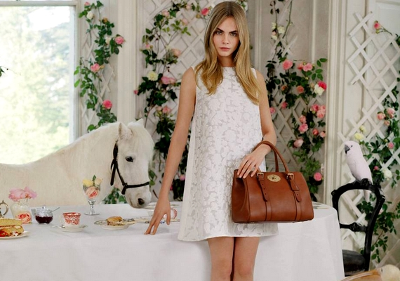 A 21 éves modell a Mulberry arca lett.