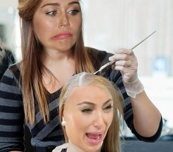Nemrégiben Kim Kardashian szőkére festett haját parodizálta ki.