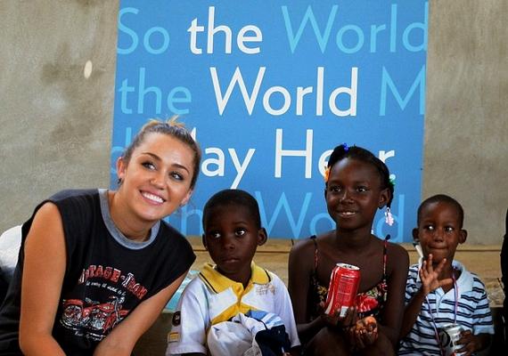 Miley nem egyedül éli fel a hatalmas bevételét, amikor csak teheti, adakozik a rászorulóknak, és 39 szervezetet támogat folyamatosan.