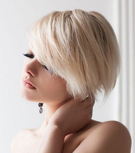 Téglalap arcforma  Ennél az arctípusnál az állkapocs körülbelül ugyanolyan széles, mint a homlok. Kerüld a túl hosszú hajat, inkább a rövid, vagy középhosszú fazonok előnyösek a számodra. Egy finom frufruval elvehetsz az arcod hosszából. Az oldalt dúsabb tincsekkel finhomíthatsz a vonásaidon, így a lépcsőzetes vágás, vagy a hullámos hajvégek is előnyösek a számodra.