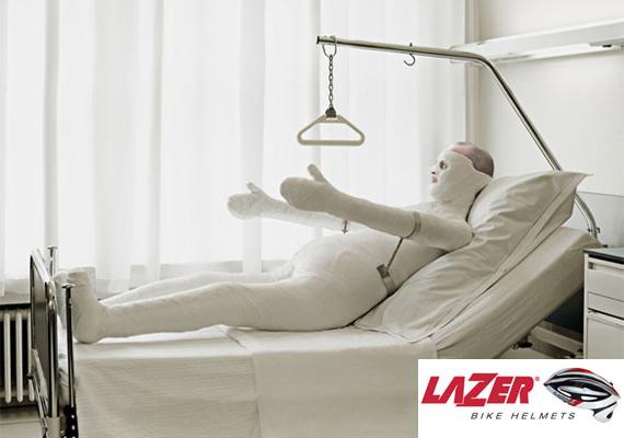 A Lazer cég remek fejvédői tökéletes biztonságot nyújtanak baleset esetén...legalábbis a fejnek.