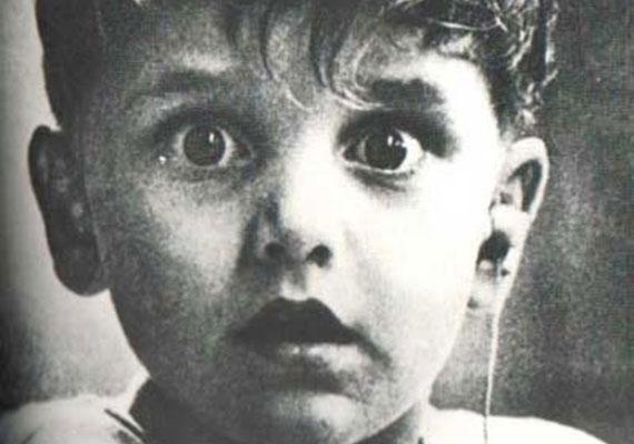 Harold Whittles először hall hangot életében, miután hallókészüléket helyeztek a bal fülébe.