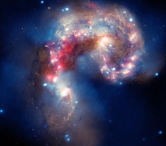 Az Antennae galaxis színkavalkádja 62 millió fényévre található a Földtől. A kép a NASA nagy obszervatóriumában készült.