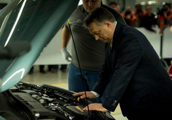 A hazánkba települt autógyárak komoly mértékben járulnak hozzá az ország gazdasági teljesítményéhez. Ezért is furcsa, miért nem javasolta még senki egy ízig-vérig magyar, állami autómárka megalapítását, főleg most, hogy kiderült, mégsem jön a BMW hazánkba. Mivel az a hír járja, hogy Habony Árpád szereti a nagy és gyors autókat, a tervezéstől a kivitelezésig felügyelhetné a folyamatokat. Sosem fékezünk! - szólhatna a nemzeti autó reklámszlogenje.