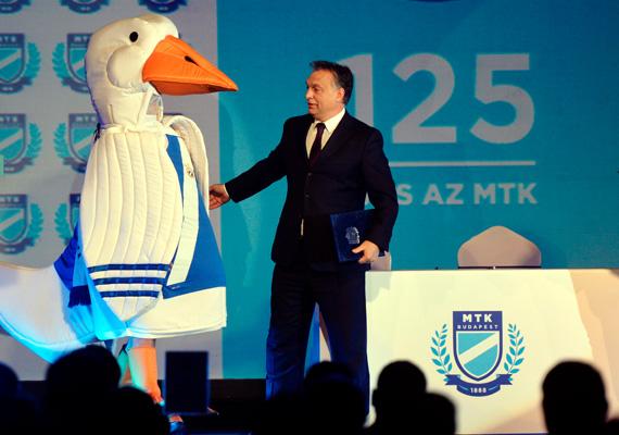 Orbán Viktor reményét fejezte ki, hogy a megállapodásnak köszönhetően egyre több gyerek kezd majd el sportolni, akikből bajnokok nőnek majd fel. Ezek után Deutsch Tamás, a klub elnöke a szombati napot az egyesület újjáalapításának nevezte.