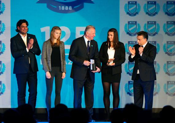 A beszédek végén Orbán Viktor és Deutsch Tamás elismeréseket adtak át az MTK legsikeresebb sportolóink, mint például Schmitt Pálnak, Sákovicsné Dömölky Lídiának, Horváth Zoltánnak vagy Bárány Árpádnak.