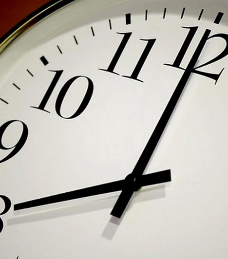 KésésSemmilyen formában nem szerencsés késni a munkahelyen. Ez vonatkozik a reggeli érkezésre, de a határidős feladatokra is egyaránt. Igyekezz mindig a megszabott időpontra végezni, de ha egyszer-egyszer jó okod van a csúszásra, inkább értesítsd róla az illetékest, és kérj egy kis haladékot.