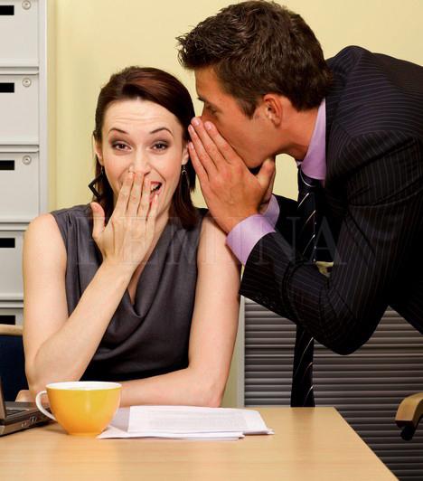 PletykaAhol kettőnél több ember tölt együtt huzamosabb időt, ott óhatatlan, hogy időnként szárnyra kel valamilyen pletyka. Ám mindig ügyelj rá, hogy ne te legyél az, aki a szaftos sztorit terjeszti, és ha valaki előhozakodik neked ilyesmivel, finoman hárítsd el a kibeszélésre való törekvéseit! A pletykálás miatt nagy bajba kerülhet az ember.
