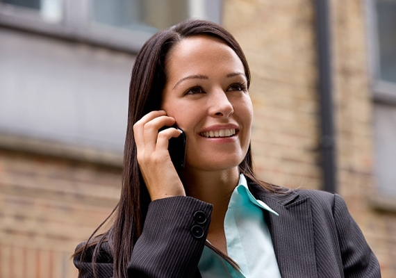 Ha telefonálsz, vonulj félre egy olyan helyre, ahol nem zavarsz senkit! Ne munkaidőben folytass hosszú magánbeszélgetéseket!