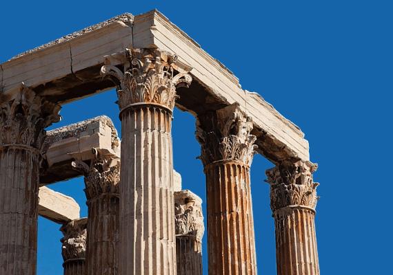 A tízmilliós Görögországban az első negyedévhez képest 27,4%-ra emelkedett a munkanélküliség 26%-ról. A görög gazdaság már a hatodik egymást követő évben lesz recesszióban. A 25 év alattiak munkanélküliségi rátája 59,2% 2013-ban.