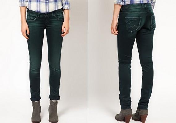 Választhatsz teljesen feszes nadrágot is, de akkor figyelj, hogy a farzsebek ne legyen túl nagyok. Az sem jó, ha túl távol vannak egymástól, mert az még szélesebbnek mutatja a popsit.