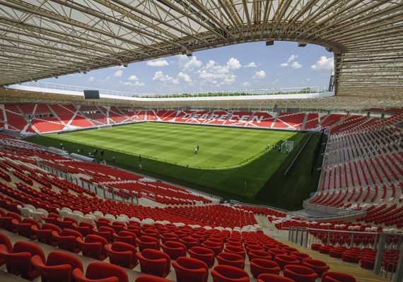 Az elkészült új Nagyerdei Stadion Debrecenben 2014. április 28-án. A 20 340 fős befogadóképességű aréna avatóünnepségét május 1-jén rendezik meg.