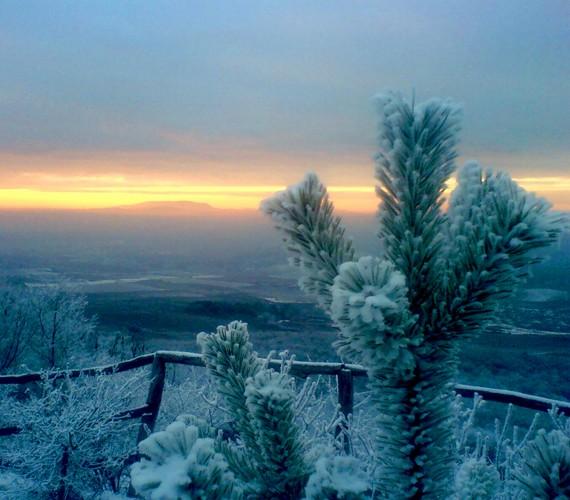 Téli naplemente a Kékesről. A kép érdekessége, hogy telefonnal készült, és alig végeztek rajta javítást utólag.
