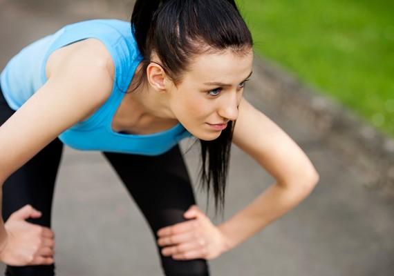 A testmozgás nagyon fontos része a göröngyös bőrfelület egységessé változtatásának. Különösen jó eredményt érhetsz el, ha az edzés közben két nadrágot viselsz, mert a fokozott izzadás hatásosabb méregtelenítéshez vezet.